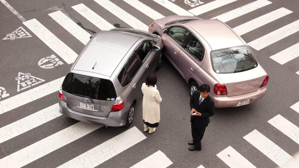 軽い交通事故にあった時の対処法~後ろから追突されました